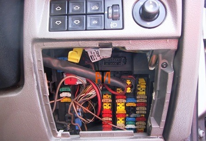 mechanic citroen diagnostic socket location