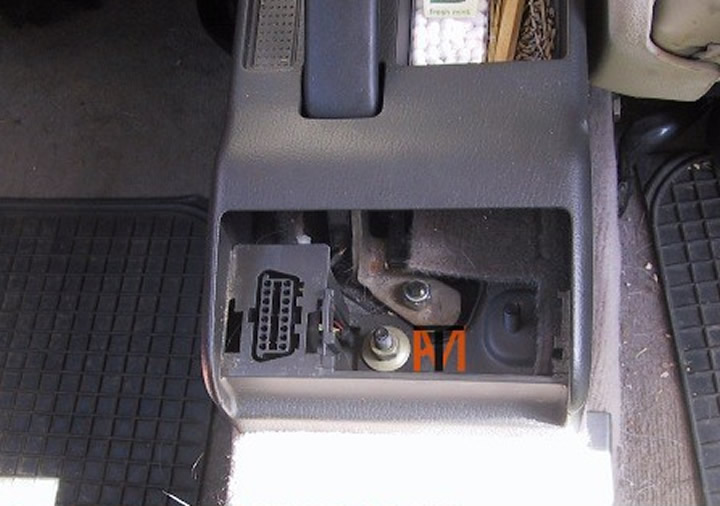 Early_Audi_A4_Diagnostic_Socket_Location