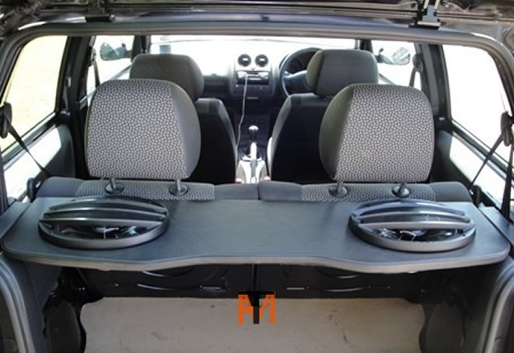 Fitting_Rear_Parcel_Shelf_Speakers