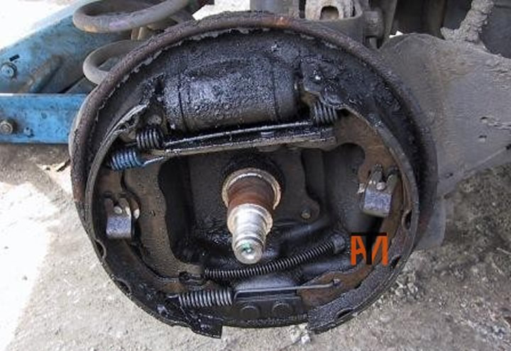 Leaking Wheel Cylinder