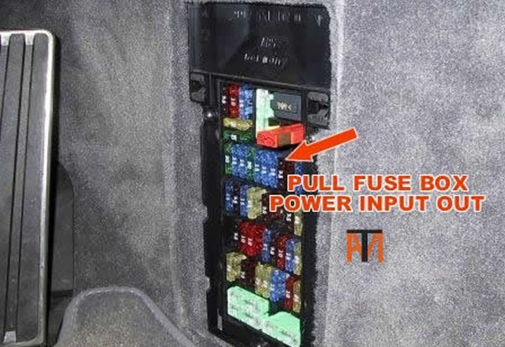 Replace Fuse For A 2007 Porsche 911 Interior Lights