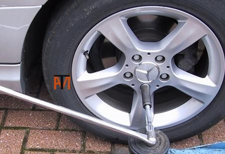 Tight wheel studs/nuts